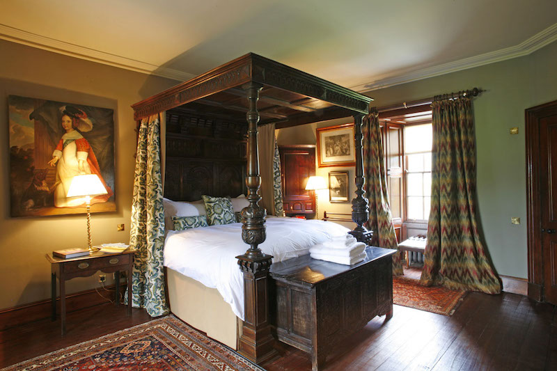 aldourie_castle___tower_bedroom-_inverness_scotland