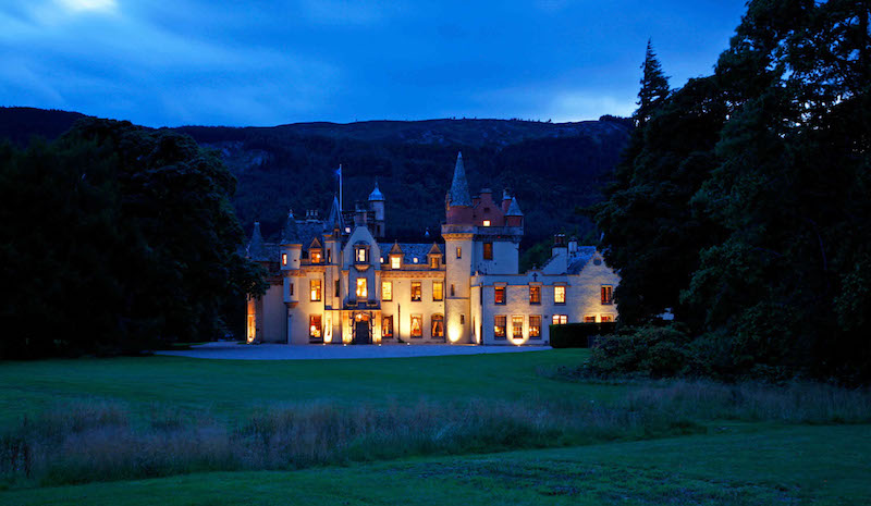 aldourie_castle_at_night-_inverness_scotland
