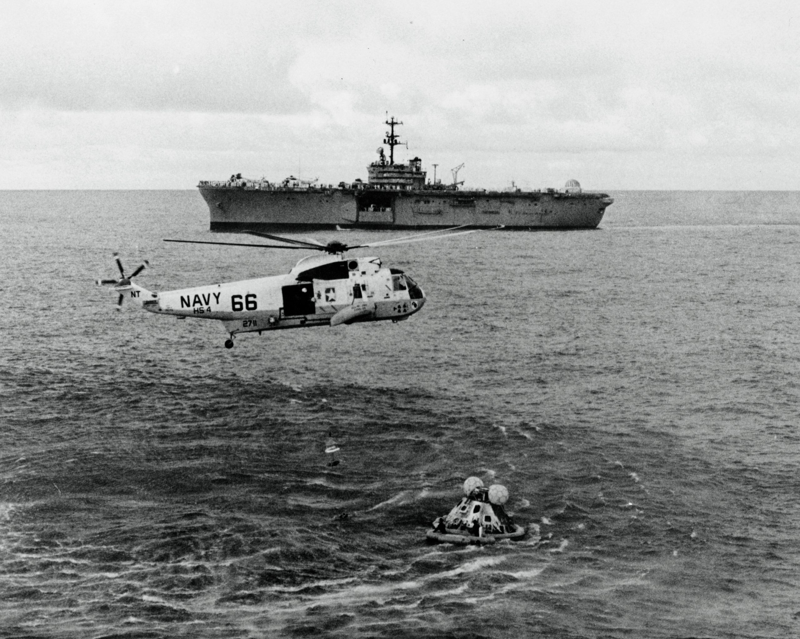 landing of Apollo 13 pacific ocean