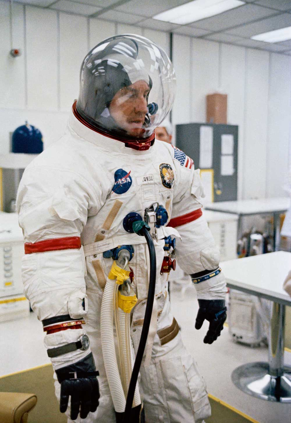 astronaut james Lovell jr naso apollo 13 speedmaster